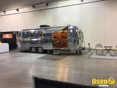 Vintage 1977 Airstream Mobile Barbershop for Sale in Alberta! Mobile Hair Salon, Mobile Beauty Salon, Vintage Hairdresser, Mobile Barber, Barber Shop Interior, Hair Salon Names, Barber Haircuts, Barbershop Design, Small Cafe Design
