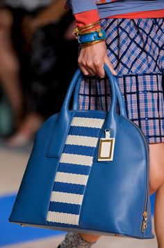 by Marc Jacobs Spring 2013 . Love Marc Jacobs - He never fails to surprise with excellent design. Best Handbags, Fashion Handbags, Purses And Handbags, Fashion Bags, Fashion Accessories, Chloe Handbags, Fashion Men, Marc Jacobs, Mo S
