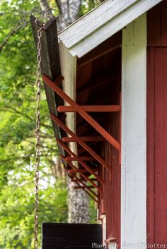 Soldat Rymans stugor - House Gutters, Roof Eaves, Pole Barn Garage, Modern Shed, Shed Homes, Building A Shed, Roof Design, Architecture Details, Garden Inspiration