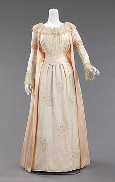Tea gown (image 1) | Liberty & Co | British | 1885 | silk | Brooklyn Museum Costume Collection at The Metropolitan Museum of Art | Accession Number: 2009.300.3384