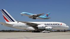 @AirFrance A380 taxis on the runway as @koreanair A380 takes flight! Did you…