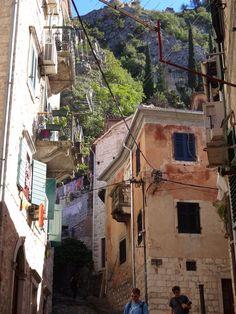 Muitas escadas em Kotor Montenegro
