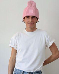 """Nathan Graff 🌞 on Instagram: """"J'étais en train de me faire la réflexion : """"c'est plus rose Malabar ou rose préservatif ?"""" Le débat est ouvert. Bon week-end 💞"""" Bon Weekend, Week End, Beanie, Rose, Train, Mens Tops, Selfish, T Shirt, Instagram"""