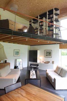 si hauteur sous plafond de la mezza très réduite il faut jouer sur la couleur de la dernière étagère (qui monte au plafond)