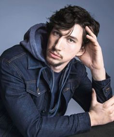 Adam Driver as Kylo Ren in Star Wars Episode VII The Force Awakens @ Walt Disney Pictures / Lucasfilm Nightwing, Batman Vs Superman, Reylo, Hipsters, Famous Veterans, Girls Hbo, Joining The Military, Kylo Ren Adam Driver, Fiction