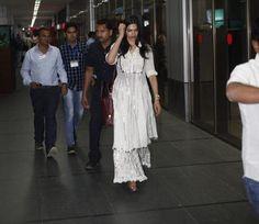 Deepika Padukone lands in Ahmedabad for Piku | PINKVILLA
