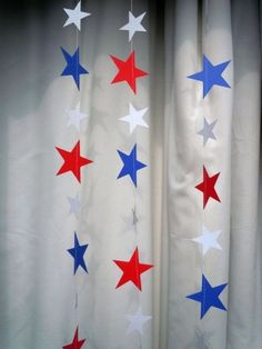 To hang from windows! Red, White, and Blue Patriotic Stars Paper Garland by HookedonArtsNCrafts on Etsy 4th July Crafts, Fourth Of July Crafts For Kids, Wonder Woman Birthday, Wonder Woman Party, Anniversaire Wonder Woman, Festa Pj Masks, Captain America Birthday, Usa Party, 4th Of July Decorations