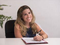 """Sono Beatriz Curbera, direttrice della Scuola Internazionale di Lingue, nata in Spagna e cittadina del mondo. """"Le persone non fanno i viaggi, sono i viaggi che fanno le persone"""" è da sempre il mio motto. Ho fatto confluire la mia lunga esperienza di insegnante di lingue straniere nel progetto Scuola Internazionale di Lingue. Durante i miei soggiorni linguistici ho elaborato il metodo di insegnamento che applichiamo a Scuola Internazionale di Lingue."""