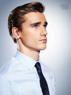 Antoine Griezmann, French Soccer Players, Football Players, Cristiano Ronaldo, Neymar, Gq, French Man, Sports Celebrities, Beautiful Men Faces