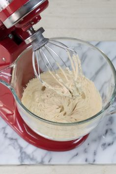 Karamelslagroom maken - recept - Rutger Bakt Frosting, Icing, Bake My Cake, Dutch Recipes, Red Kitchen, Mini Desserts, Cakes And More, Deli, Mousse