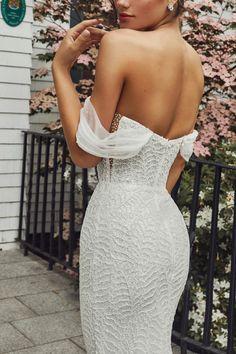 Gorgeous Wedding Dress, Wedding Dress Styles, Dream Wedding Dresses, Bridal Dresses, Wedding Gowns Online, Designer Wedding Gowns, Essense Of Australia, Bridal Dress Design, Traditional Wedding Dresses