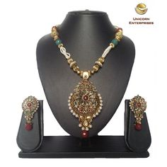 Unicorn's Necklace Set showcasing exemplary craftsmanship and style with Pearls