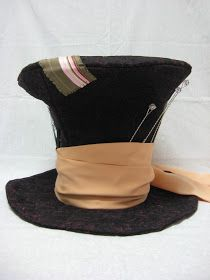 Halloween: Costume - Craft with Confidence: The Mad Hatter Hat Tutorial Mad Hatter Top Hat, Mad Hatter Party, Mad Hatter Tea, Mad Hatters, Mode Steampunk, Steampunk Fashion, Alice Tea Party, Hat Tutorial, Alice In Wonderland Tea Party