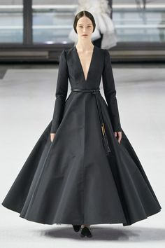 Carolina Herrera Fall 2020 Ready-to-Wear Fashion Show - Vogue Milan Fashion Weeks, Fashion 2020, Runway Fashion, Fashion Tips, Fashion Design, London Fashion, Fall Fashion, Mens Fashion, Vestidos Carolina Herrera