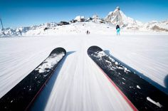 These snow accessories go above and beyond the powder, letting you get the most out of modern technology while conquering the slopes. Best Skis, Gadget Gifts, Above And Beyond, Cool Gadgets, Mount Everest, Skiing, Travel Tips, Places To Visit, Mountains