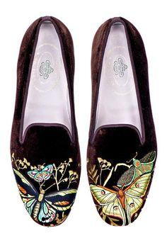 Mariposas Brown (JD) Women Slipper - Women Slippers - Ideas of Women Slippers Minimalist Shoes, Minimalist Fashion, Buy Shoes, Me Too Shoes, Fashion Pants, Fashion Shoes, Fashion Dresses, Expensive Shoes, Womens Slippers