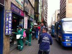 2-04-2014  Sensibilizaciòn a comerciantes, vendedores ambulantes y usuarios.
