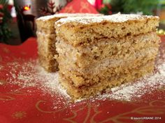 Prajitura cu foi cu miere si nuca umplute cu crema de smantana - Prajitura Reka | Savori Urbane Romanian Desserts, Romanian Food, Romanian Recipes, Pastry Cake, Summer Treats, Food Cakes, Fabulous Foods, Vanilla Cake, Cake Recipes