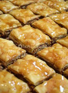 Close up of Baklava Czech Recipes, Greek Recipes, Desert Recipes, Ethnic Recipes, Cake Recipes, Pasta Recipes, Lebanese Desserts, Baklava Recipe, Fudge