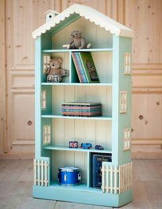ドールハウス風のカラーボックス Alice S Dollhouse Tall Bookcase