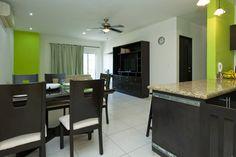 Échale un vistazo a este increíble alojamiento de Airbnb: 2 Bdrm/4-6 Playa del Carmen Condo - Departamentos en alquiler