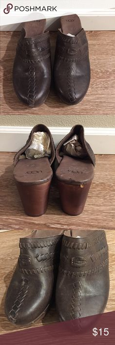 Ugg dark brown wood clogs New. Never used . Surprise gift include with every purchase. No rips or stains. 30% off on bundles of two items or more! ✂️OFFERS WELCOME✂️ UGG Shoes Mules & Clogs