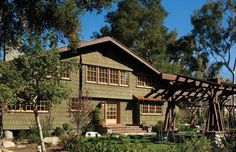 Historic arts and crafts home in California undergoes sustainable renovation. The 1903 Darling-Wright House by Greene & Greene in Claremont has been renovated to be sustainable.
