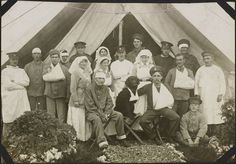 Nursing sisters and patients outside a ward tent, No. 2 Canadian General Hospital, Le Tréport, France, 1917. Nursing Sister Alice Isaacson album, Library and Archives Canada, (MIKAN 1965681)