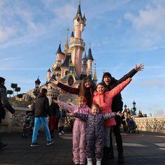 The Ingham Family Disneyland Photos, Disneyland Paris, Disney Poses, Disney Ideas, Music Museum, Family Of Five, Foto Shoot, Youtube Stars, Holiday Photos