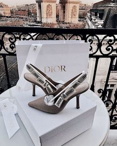 See more ideas about Dior flowers, Dior purses and Dior. Trendy Shoes, Cute Shoes, Me Too Shoes, Dream Shoes, New Shoes, Dior Shoes, Shoes Heels, Dior Sandals, Zara Sandals