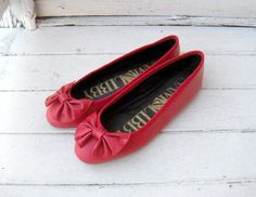 Vintage 80s 90s Red Leather Sam & Libby bow ballet flats  I LOVED Sam & Libby's with my leggings!