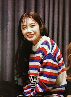 Eunji Apink, Busan South Korea, Eun Ji, Korean Girl, Make Me Smile, Favorite Color, Hands, Kpop, Artists