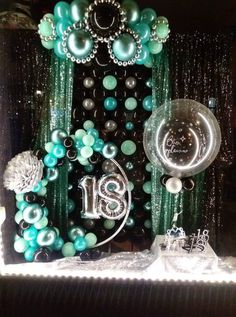 You have a party coming up and you have made the effort of finding the perfect party balloons. Well, it's one thing to find the best balloons Balloon Wall, Balloon Garland, Balloon Ideas, 18th Birthday Party, Birthday Party Decorations, Balloon Centerpieces, Festa Party, Deco Table, Decoration Table