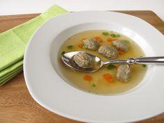 A hagyományos májgaluska bevált receptje: ilyen egyszerű a fantasztikus levesbetét Cheeseburger Chowder, Soup, Ethnic Recipes, Soups