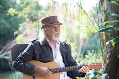 """Com mais de 30 anos de carreira e 15 álbuns lançados, o """"caipira do rock"""", como ele próprio se denomina, aproveita a oportunidade para comemorar seus 70 anos com a turnê """"ZGponto70 – O sonho é a força que alimenta""""."""
