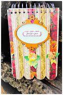 Anotador romantico , en madera con detalles de papeles importados flores de scrap y figura laser