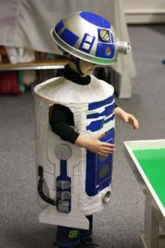 26 Bizarre Star Wars Costumes that Geeks would adore, presenting Darth Vader, AT-AT, the Death Star, Han Solo Frozen in Carbonite and more. Halloween City Costumes, Baby Halloween Costumes Newborn, Star Wars Halloween, Homemade Halloween Costumes, Star Wars Costumes, Halloween Dress, Halloween Outfits, Adult Costumes, Halloween 2015