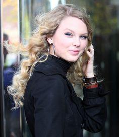 Taylor Swift Photos - Glamour Woman Of The Year Awards - Zimbio