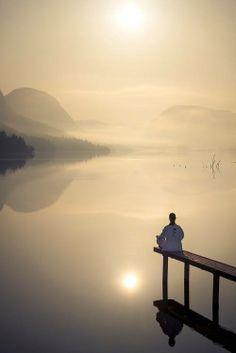 Easy tips for proper meditation Zen Meditation, Meditation Cushion, Beautiful Places, Beautiful Pictures, Peace Pictures, Zen Pictures, Little Buddha, Belle Photo, Scenery