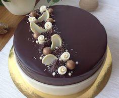 Chocolate Cake Designs, Tasty Chocolate Cake, Mini Chocolate Chips, Buttercream Cake Designs, Christmas Cake Designs, Pastry Design, Naked Cakes, Birthday Cake Decorating, Holiday Cakes