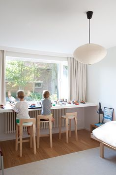 The kids are sitting on Artek K65 high chairs