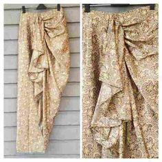 Songket skirt, can req size and colours. Blouse Batik, Batik Dress, Saree Dress, Batik Fashion, Skirt Fashion, Batik Kebaya, Hijab Fashion Inspiration, Muslim Dress, Muslim Fashion