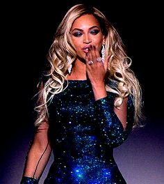 Beyonce gif on night Beyonce Blowing kisses I love her dress so much shes so beautiful _Danyale Beyonce Gif, Beyonce And Jay Z, Beyonce Coachella, Beyonce Knowles, Queen B, Celebs, Celebrities, Nicki Minaj, Looking Gorgeous