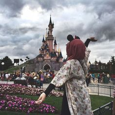 Image de girl, disney, and hijab Hijabi Girl, Girl Hijab, Hijab Outfit, Muslim Women Fashion, Arab Fashion, Beautiful Muslim Women, Beautiful Hijab, Hijab Hipster, Hijab Dpz