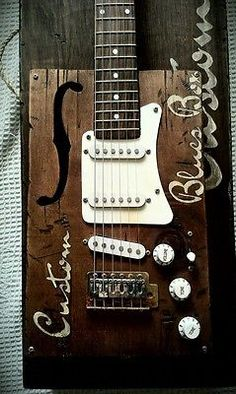Electric guitar.Relic cigar box guitar style single coil and hardcase