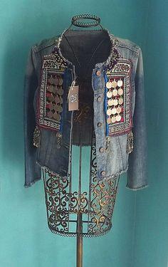 New boho tribal jacket! Denim And Lace, Denim Fashion, Boho Fashion, Jeans Recycling, Jean Diy, Mode Jeans, Denim Ideas, Look Boho, Bohemian Mode