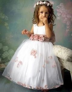 455a1a2bb Flower girl... would love scented rose petals floating in the tulle. Leida  Maria · VESTIDO FLORISTA