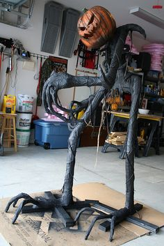 I aspire to make this - Grim Hollow Haunt: Grim: Step by step YAY this link really does show how to do it Halloween Pumpkin Designs, Soirée Halloween, Adornos Halloween, Scary Halloween Decorations, Halloween Disfraces, Halloween Projects, Holidays Halloween, Halloween Pumpkins, Halloween Yard Ideas
