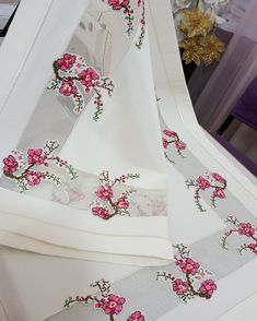 Alıntı Piercings, Moda Emo, Crochet Tablecloth, Hand Embroidery Stitches, Bargello, Pink Eyes, Flower Power, Cross Stitch Patterns, Diy And Crafts