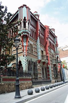Casa Vicens (1883-1885). Barcelona, Spain. Antoni Gaudi (via ClassicPics on Twitter)